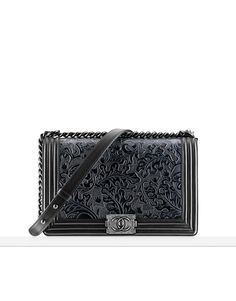 Enter the world of CHANEL and discover the latest in Fashion & Accessories, Eyewear, Fragrance & Beauty, Fine Jewelry & Watches. Sac Boy, Mode Chanel, Embroidered Leaves, Chanel Official Website, Chanel Fashion, Chanel Boy Bag, Boy Fashion, Eyewear, Jewelry Watches