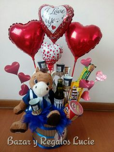 Valentines Day Baskets, Valentine Crafts, Valentine Day Gifts, Personalised Gifts Diy, Valentine's Day Gift Baskets, Balloon Gift, Candy Bouquet, Candy Gifts, Pink Candy