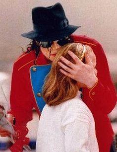 He always loved babies and all children of the world ღ Michael Jackson Neverland, Michael Jackson Meme, Janet Jackson, Jackson Music, Michael Love, Paris Jackson, Visit Australia, Archangel Michael, Beautiful Soul