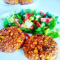 Wegańskie kotlety z czerwoną fasolą i kukurydzą. Zapraszam na bloga :) Salmon Burgers, Ethnic Recipes, Food, Essen, Meals, Yemek, Eten