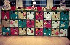Unser Adventskalender. Ikea Moppe 2x12er bemalt und dekoriert.