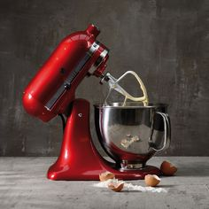 Browse our HUGE range of KitchenAid Artisan stand mixers & latest hand mixers. Mixers with 5 year guarantee & all our range include our 3 Year Guarantee. Batedeira Kitchenaid Artisan, Kitchen Aid Appliances, Small Appliances, Kitchen Aid Mixer, Buy Kitchen, Kitchen Decor, Kitchenaid Mixer Accessories, Kitchen Machine