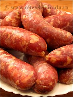 Romanian style pork and veal sausages How To Make Sausage, Sausage Making, Canning Soup, Homemade Sausage Recipes, Pizza Cat, Romanian Food, Bratwurst, Smoking Meat, Special Recipes