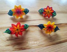 Beautiful Flower bead Hair Pin / Romea Accessories / Hair Pin / Handmade / Mexican Art by RomeaAccessories on Etsy Bead Crafts, Diy And Crafts, Barrette, Mexican Hairstyles, Hair Beads, Mexican Art, Beaded Flowers, Bead Weaving, Hair Pins