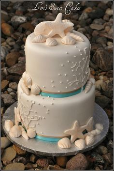 Sea Shell Cake...love the addition of the turquoise color