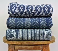 We're setting off to faraway Japan to get a much-needed dose of summer inspiration… From tableware to linens as well as everyday objects, the spotlight is on indigo blue, in solid colour or tie-and-dye. Fabric Rug, Blue Fabric, Interior Design Classes, Textile Dyeing, Bleu Indigo, Textiles, Passementerie, Colour Board, Fabulous Fabrics