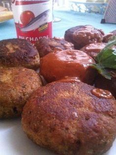 Ingredients 1 tin of Pilchards ( I'm using the hot chili) 1 small onion chopped finely 2 fresh garlic cloves chopped finely 1 egg 1 cup of dry bread crumbs ( very important or your Frikkadel …