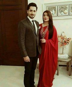 Plain saree n lots of jewels. Pakistani Wedding Outfits, Saree Wedding, Pakistani Dresses, Indian Sarees, Indian Dresses, Indian Outfits, Shadi Dresses, Pakistani Bridal, Indian Attire