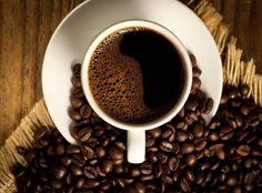El café, siempre y cuando se beba sin azúcar, no hace ganar peso, no contiene casi calorías y no causa celulitis