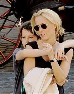 Gillian Anderson and son Oscar Gillian Anderson Kids, Gillian Anderson David Duchovny, Kris Holden Ried, Stella Gibson, X Files, David And Gillian, Chris Carter, Dana Scully, Celebrity Kids