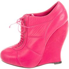 Pre-owned Nina Ricci Leather Wedge Booties ($175) ❤ liked on Polyvore featuring shoes, boots, ankle booties, pink, round toe boots, leather wedge boots, pink wedge booties, genuine leather boots and round toe booties