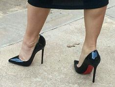 Pumps, great calves, and toe cleavage