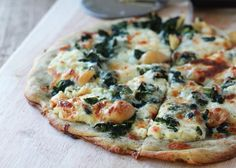 Roasted Garlic and Spinach White Pizza - This cheesy vegetarian white pizza boasts roasted garlic mixed in with the ricotta AND a few cloves plopped directly on the pizza itself. Vegetarian with chicken option. Garlic Spinach, Roasted Garlic, Raw Garlic, Spinach Ricotta, Pizza Recipes, Dinner Recipes, Cooking Recipes, Keto Recipes, Calzone