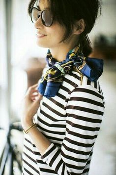 125 Catchiest Scarf Trends for Women in 2017 - foulard New Fashion, Spring Fashion, Fashion Clothes, Paris Fashion, Paris Mode, How To Wear Scarves, Wearing Scarves, Looks Style, Parisian Style