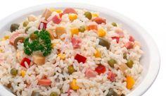 Salata sa rižom i lososom (Sonoma dijeta) Fried Rice, Fries, Ethnic Recipes, Food, Sausage Rice, Cake Recipes, Homemade Recipe, Eggplants, Biscuits
