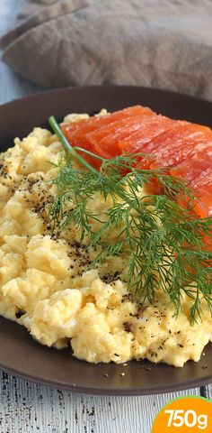 Oeufs brouillés et gravlax de saumon No Sugar Foods, Fodmap, Healthy Tips, Risotto, Health And Wellness, Food And Drink, Cooking Recipes, Salad, Meals