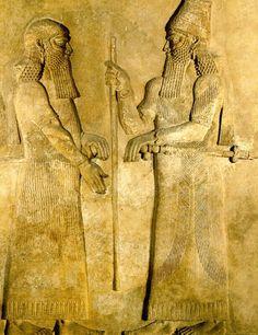 Sargão II com seu vizir, 722-705 a.C., Museu do Louvre, Paris.