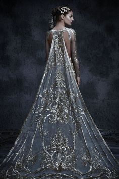 The Fashion Dish — couture-constellation: Michael Cinco. Fashion Mode, Couture Fashion, Emo Fashion, Gothic Fashion, High Fashion, Fashion Beauty, Fashion Tips, Beautiful Gowns, Beautiful Outfits