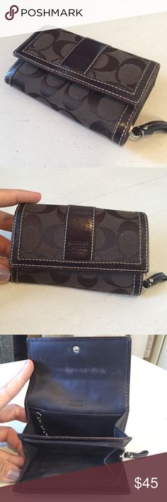 """Coach Wallet Small compact chocolate brown wallet. Slight normal wear on leather inside. Otherwise in great condition!! 3.5""""x5"""" Coach Bags Wallets"""
