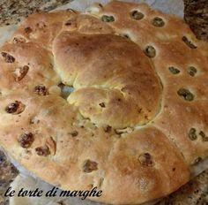 schiacciata con noci e olive Antipasto, Street Food, Bagel, Biscotti, Olive, Buffet, Pizza, Bread, Recipes