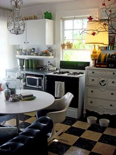 Renting an apartment and dreaming of a kitchen makeover? Here's some great and easy ideas to make the place your own, even when it isn't! Ten Kitchen Improvements for Renters | The Kitchn #Kitchenmakeovers #DIYforrentals