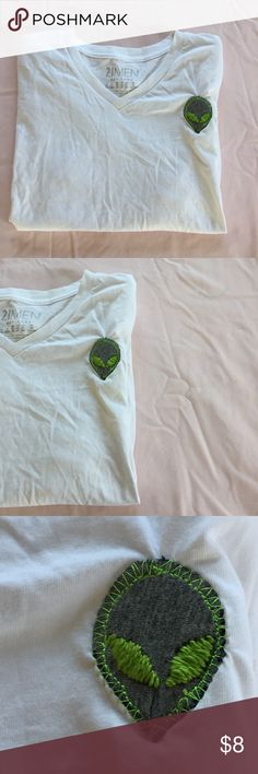 🌜Forever 21 men's white v-neck tee with an alien We come in peace 👽. Forever 21 men's white v-neck tee with a homemade alien patch sewn on. Size extra small.  Chest 18 1/2 inches across  Length from shoulder to bottom hem: 26 inches across Forever 21 Shirts Tees - Short Sleeve