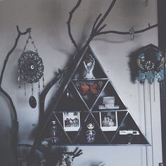 Anyhow the Gothic culture and Gothic Bedroom Design is much more elegant and proficient then the stereotypes that are related to this style Grunge Bedroom, Gothic Bedroom, Dream Rooms, Dream Bedroom, Diy Room Decor, Bedroom Decor, Bedroom Ideas, Wall Decor, Tree Branch Decor