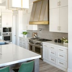 """Artistic Tile on Instagram: """"@alishataylorinteriors worked with @craftsmancourtceramics to create this luxe, sophisticated kitchen with a backsplash of our Corda. The…"""" Residential Interior Design, Interior Design Studio, Artistic Tile, Kitchen Images, Happy Family, Design Firms, Custom Homes, Kitchen Design, Custom Design"""