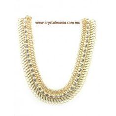Collar en base dorada con detalle en color beige con cristales estilo 30419