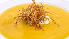 Chef Anne Burrell makes a cozy pumpkin soup with spiced whipped cream and crispy leeks. Chef Anne Burrell makes a cozy pumpkin soup with spiced whipped cream and crispy leeks. Cheese Pumpkin, Pumpkin Soup, Pumpkin Bread, Food Network Recipes, Gourmet Recipes, Soup Recipes, Healthy Recipes, Healthy Soups, Pumpkin Recipes