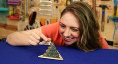 Cole algumas bolinhas de gude e desafie os seus amigos a montar a pirâmide do faraó!