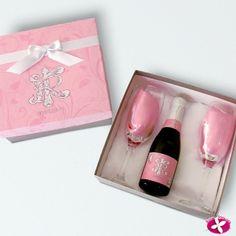 Lembrancinha para padrinhos de casamento. Kit com taças e mini espumante personalizado. www.rosapittanga.com.br #lembrancinhapadrinhos #lembrancinhasparapadrinhos #kitpadrinhos