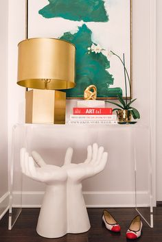 Get the look : Hands Stool + Lucite Console + Large Gold Lamp