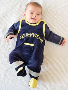 #Geschenkidee zur #Geburt: Für die kleinsten Feuerwehrleute... #Babystrampler im Design eines Schutzanzuges der #Feuerwehr - eine Idee z. B. wenn ein #Feuerwehrmann oder eine #Feuerwehrfrau Papa bzw. Mama werden.