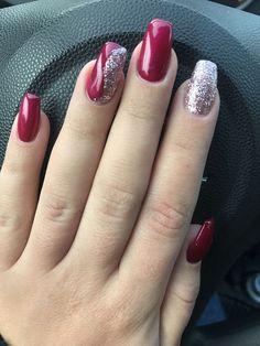 Red nails with metallic silver design - MİLA Gorgeous Nails, Love Nails, Pink Nails, Cute Acrylic Nails, Glitter Nail Art, Xmas Nails, Christmas Nails, Beauty Hacks Nails, Shellac Nails