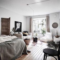 Studio Apartment Design Ideas with The Advantages - Cozy studio apartment Cozy Studio Apartment, Cozy Apartment Decor, Tiny Studio Apartments, One Room Apartment, Studio Apartment Decorating, Apartment Interior, Apartment Living, Apartment Ideas, Modern Apartments