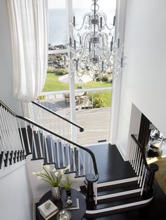white-staircase-design - Home Decorating Trends - Homedit White Staircase, Staircase Design, Black Stairs, Grand Staircase, House Staircase, Black Railing, White Hallway, Staircase Landing, Style At Home