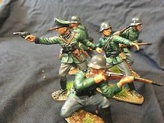Airfix German Infantry Figures With Officer , Carefully Painted. Plastic Toy Soldiers, Plastic Soldier, Armadura Ninja, Army Men Toys, Airfix Models, Green Army Men, Lead Soldiers, Germany Ww2, Army Infantry