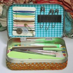 Sewing Kit Box Operation Christmas Child 17 Ideas For 2019 Mint Tins, Small Tins, Tin Art, Altered Tins, Altoids Tins, Operation Christmas Child, Diy Couture, Tin Boxes, Little Boxes