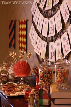 Browse food ideas straight from honeydukes, favors inspired by the george a Harry Potter Food, Harry Potter Wedding, Harry Potter Tumblr, Harry Potter Anime, Harry Potter Gifts, Harry Potter Birthday, Harry Potter Hogwarts, Harry Potter Memes, Anniversaire Harry Potter