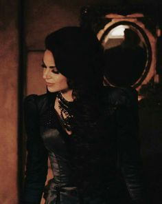 Awesome Evil Queen Regina (Lana) aired Sunday Plus Regina Mills, Regina Ouat, Regina Queen, Hogwarts Mystery, Evil Queens, Swan Queen, Outlaw Queen, Jennifer Morrison, Emma Swan