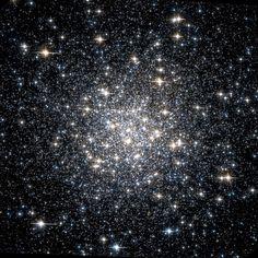 Cúmulos Messier 56 (M56, NGC 6779) es un cúmulo globular en la constelación Lyra. Fue descubierto por Charles Messier en 1779. Las estrellas más brillantes en el M56 son de magnitud 13 mientras sólo contiene una docena de estrellas variables conocidas como V6 (estrella RV Tauri) o V1 (Cefeida); otras estrellas variables son V2 (irregular) y V3 (semiregular), estrellas variables del tipo gigante roja.