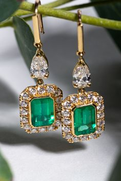 Bespoke Emerald earrings in Yellow Gold 😍😍These customised earring would make a perfect Anniversary gift! Emerald Earrings, Emerald Jewelry, Diamond Jewelry, Drop Earrings, Anklet Jewelry, Pearl Jewelry, Jewelry Necklaces, Bespoke Jewellery, Luxury Jewelry