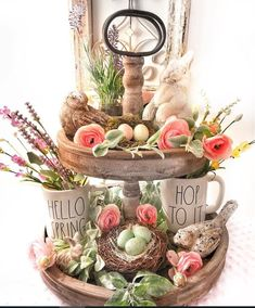 DIY Easter Decorations ideas which are happy and hopeful - Hike n Dip DIY Easter Decorations ideas are amazing. Get best Easter decor ideas & easy Easter decorating tips here, including Easter decorations for home & Easter DIY Spring Home Decor, Diy Home Decor, Plateau Style, Diy Osterschmuck, Seasonal Decor, Holiday Decor, Tray Styling, Tiered Stand, Diy Easter Decorations