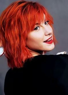 For everything Paramore check out Iomoio Hayley Paramore, Paramore Hayley Williams, Green Hair, Pink Hair, Hayley Williams Haircut, Hair Inspo, Hair Inspiration, Divas, Vivid Hair Color