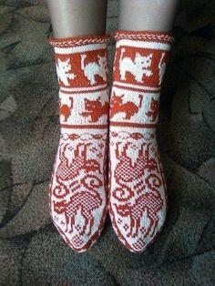 Комплект Кошки. Жаккард. 7 Crochet Baby Shoes, Crochet Slippers, Knitting Socks, Baby Knitting, Crochet Cross, Knit Crochet, Bed Socks, Happy Socks, Cat Pattern