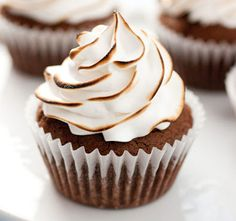 Fancy Brownie #Cupcakes with Torched Marshmallow #Frosting that you will love. The mixture is not too gooey but just right. I spent alot of time trying to perfect this cupcake @ http://juliescafebakery.com Brownie Cupcake Ingredients 1 1/4 cups of all-purpose high grade flour 1/4 tsp of baking powder 1/4 tsp of sea salt 1 cup of granulated raw sugar 1/2 cup of very light brown sugar For full recipe visit juliescafebakery.com/fancy-brownie-cupcakes-with-torched-marshmallow-frosting/