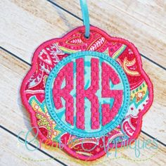scallop-monogram-tag