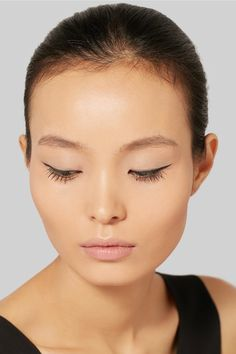 Instructions for use: Glide tip along the lash line to subtly define or create a dramatic cat-eye 0.5ml/ 0.016fl.oz. Made in Japan