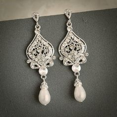 GRACE Vintage Inspired Wedding Bridal Earrings door GlamorousBijoux